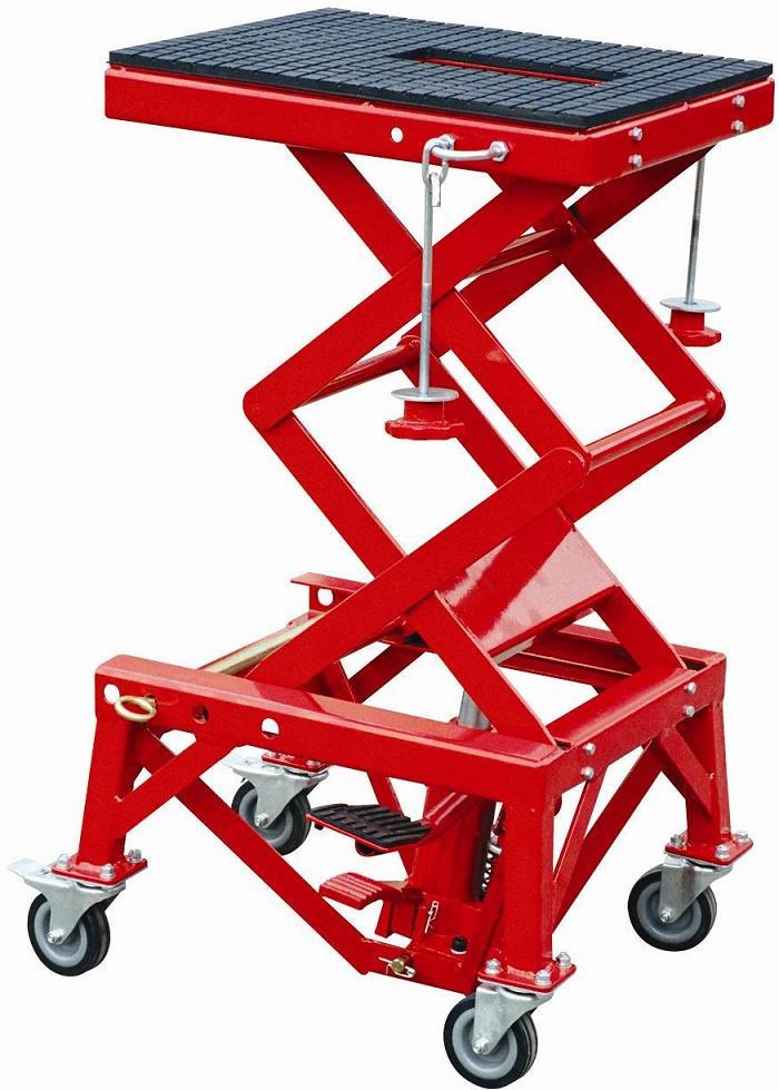 Cric moto hydraulique 135 kg avec roulettes levage moto - Table leve moto hydraulique ...